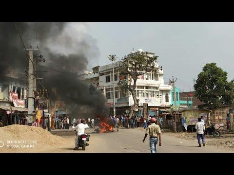 दुर्गा विसर्जन के दौरान दो सम्प्रदाय में हुआ दंगा, पुलिस ने किया फायरिंग, दागे आंसू गैस के गोले