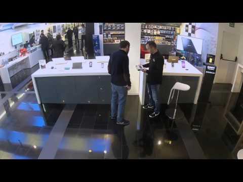 Andrés Iniesta se hizo pasar por un vendedor en divertida cámara escondida