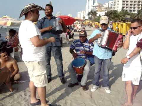 Compae Chipuco en playas de cartagena