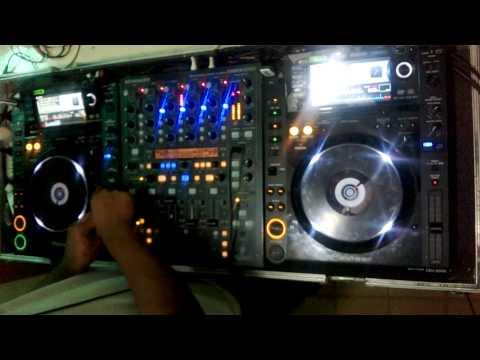 ....DJ PLAY ....2 PIONEER CDJ 2000 + BEHRINGER DDM 4000 + SET EN VIVO
