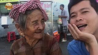 """Cười xỉu khi Khương Dừa và Ngoại bán vé số 91 tuổi '""""tự sướng"""" đọ nhan sắc!!!"""
