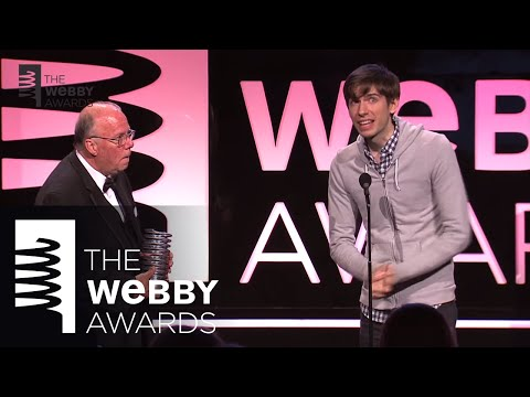 David Karp presents Steve Wilhite with the 2013 Webby Lifetime Achievement Award