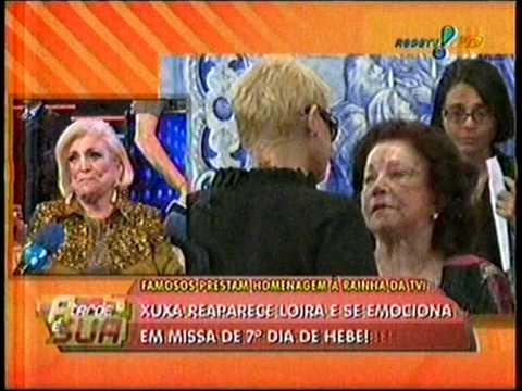 Xuxa reaparece loura na missa de Hebe