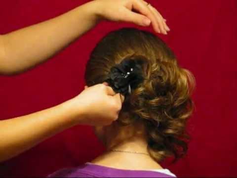 Fryzura na  Imprezę krok po kroku nr 2 asymetryczne upięcie z loków dla krótkich włosów