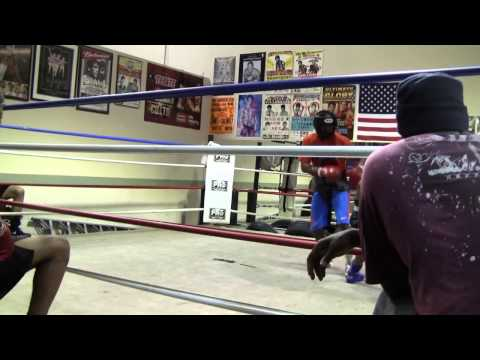 Shane Mosley working out - EsNews Boxing
