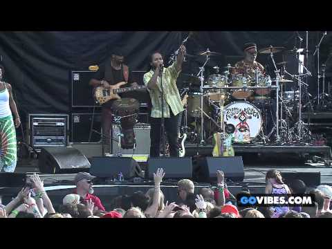 "Ziggy Marley performs ""Fly Rasta"" at Gathering of the Vibes Music Festival 2014"