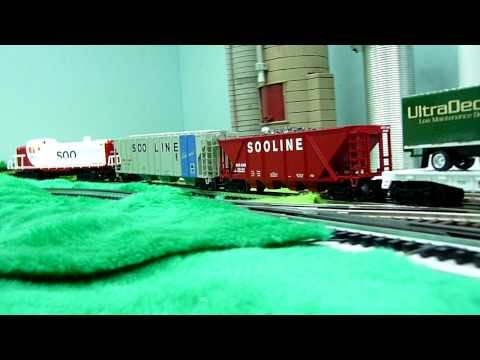 Soo Line RS3 Diesel train set from Menards and Soo Line PS-2-CD 4427 3-Bay Hopper from Lionel