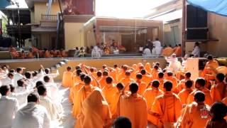 Guruhari Darshan 20 Feb 2015 - Pramukh Swami Maharaj