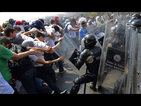 Students Clash with venezuelan authorities protest against Government | 12 May 2014