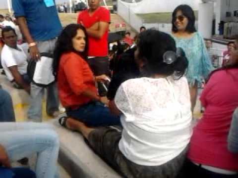 Señoras peleando- Expoferia Michoacán 2014 concierto  Ángeles Azules