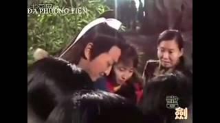 Video giải trí | Cảnh hậu trường vui nhộn 'Bao Thanh Thiên 1993' chưa được công bố