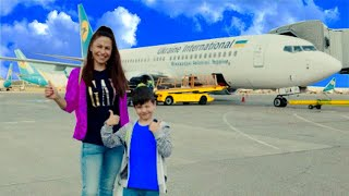 Den and mom fly to the sea. Vacation in Dubai