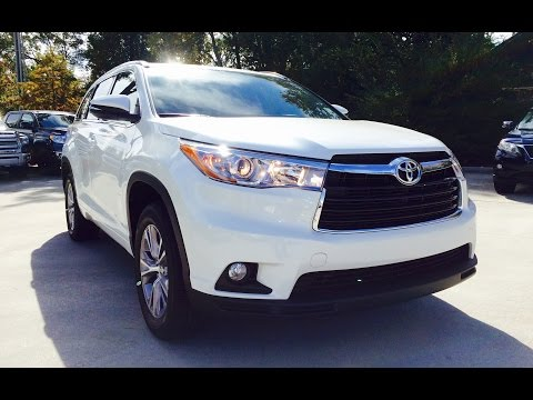 2015 Toyota Highlander XLE V6 Full Review / Exhaust / Start Up