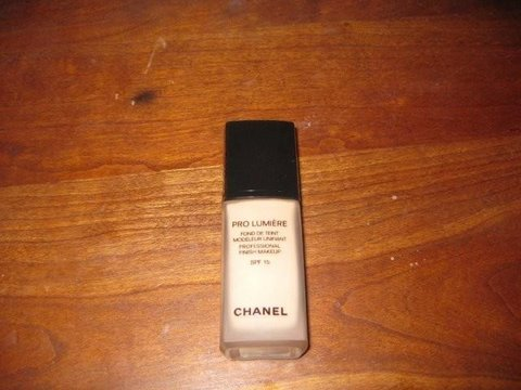 Review Chanel Pro Lumiere Foundation