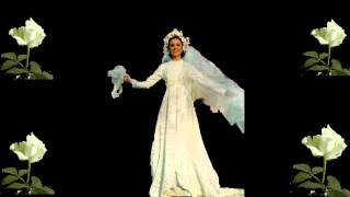 Julie Rogers sings for Gigliola Cinquetti in wedding dress