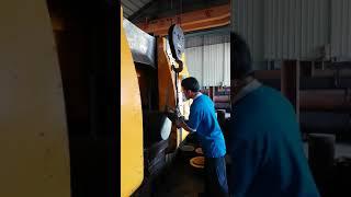 Pabrik pemotongan besi