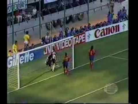 RENE HIGUITA - EL LOCO Y  ALGUNAS DE SUS LOCURAS (SOME OF HIS CRAZY INTERVENTIONS INTO MIDFIELD) klip izle