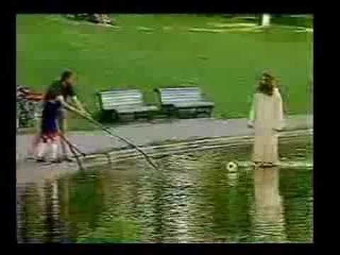 Bromas tv Caminando sobre el agua