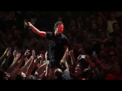 Pearl Jam Performing Last Kiss, Live In Detroit At Joe Louis Arena 10-16-14 video
