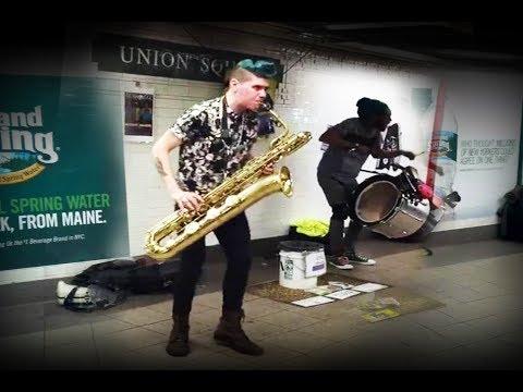 Пацаны отжигают в метро Нью-Йорка на Юнион Сквер. Cool Jazz underground New York Union Square
