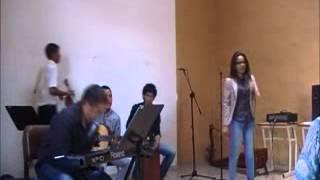 Watch Daniela Alguien Como Tu video