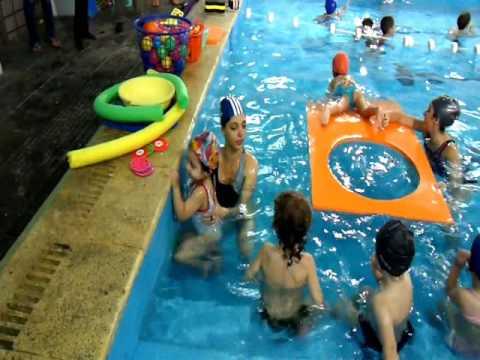 Clases de natacion en 2009 en aquamarina pileta club for Clases de piscina para ninos