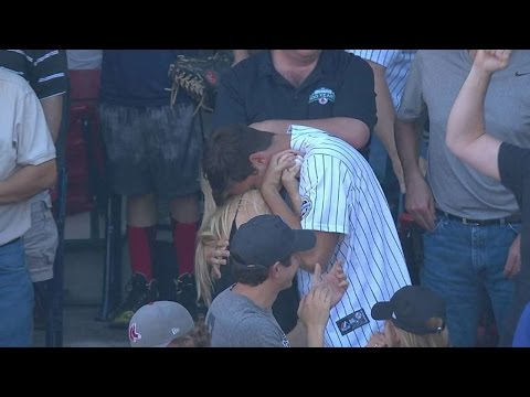 NYY@BOS: Yankees fan gets Jeter's foul in last game