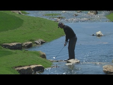 Shawn Stefani gets horrible break, saves par from the water