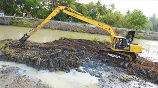 How Komatsu PC200 Long Reach Excavator Working With Deep Mud