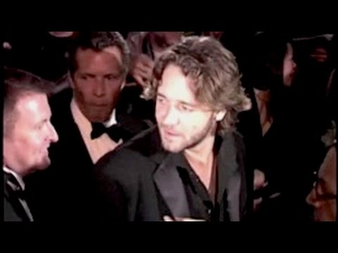 RUSSELL CROWE flanked by security squad, TOBEY MAGUIRE booed by fans outside Golden Globe party