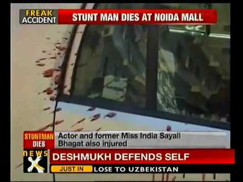 Mishaps in Noida Mall; 1 dead-NewsX