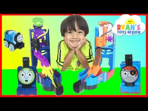 Ryan plays with Thomas and Friends Minis Spooktacular toy trains