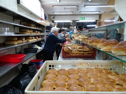 "Master Bakers making 100's of bagels at World Famous 24 hour bakery: ""Beigel Bake"" Brick Lane London thumbnail"