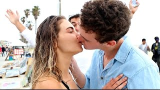 Learn A Simple Magic Trick To Get A Kiss!!! | Daniel Fernandez & Fan Magic