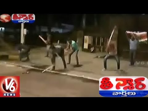 MNS Digs Up Pavement Outside Mantralaya To Protest Against Potholes On Roads | Teenmaar News