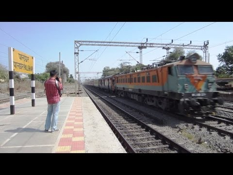 Rare catch: TKD WAP7 vs BL WCAM2: MSK WAP7 cross PUNE Duronto WCAM2 &amp; creates DUST STORM