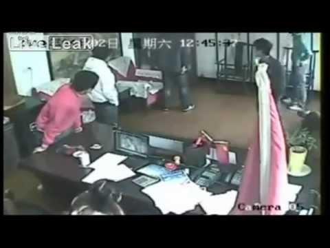عصابة الياكوزا اليبانيه يحاولون سرقة مكتب ولاكن..