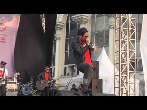 Nineball - Akulah Serigala (Live Festival Langit Musik 2014)
