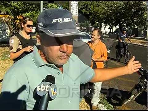 Motociclista fica ferido em acidente na Avenida Getúlio Vargas