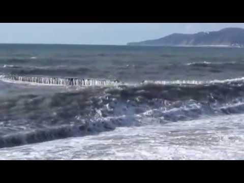 Шторм на море  Сочи  2015
