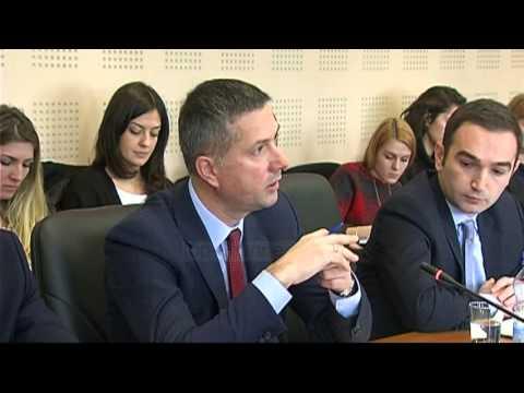 Rezoluta për Kosovën miratohet me 403 vota - Top Channel Albania - News - Lajme