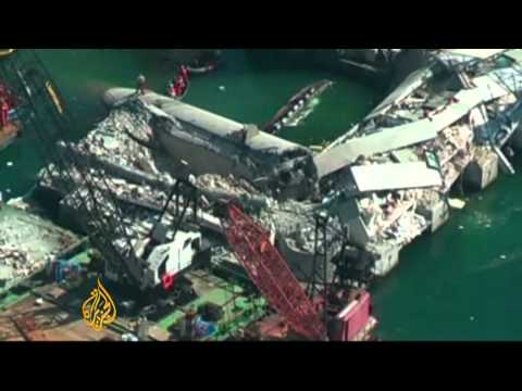 Several dead as Italy ship crashes into tower