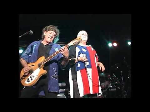 Grace Slick appearing with Jefferson Starship