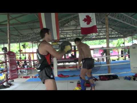 Roger Huerta Thaiboxing pad training with Kru Yod @ Tiger Muay Thai Image 1