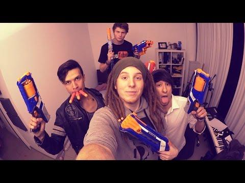 Krieg mit Spielzeug-Pistolen! mit Dner, Ju & Cheng   ungefilmt