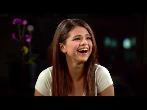 Selena Gomez Cries In An Interview With The Hot Hits Over Fan Video