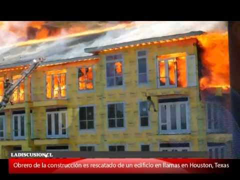 Espectacular rescate de trabajador desde un edificio en llamas en Houston