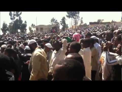 video by zain usman - Ethiopian Muslims demonstration against Majlis and Ahbash in Awolia compound -