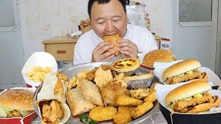 小伙去肯德基花145买了2个套餐,脏脏鳕鱼鸡腿堡,狂吃,过瘾!【cram阿强】