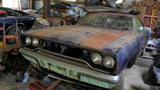 A Real Hemi in a Real Barn - Makes Classic Barn Find Pictures
